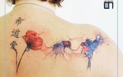 Quelques tatouages de fleurs graphiques